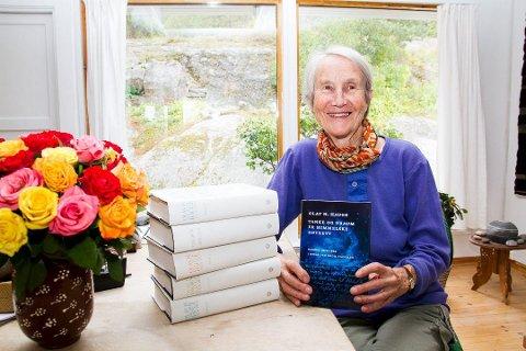 FLERE SPRÅK: Bodil Cappelen har laget et utvalg fra Olav H. Hauge «Dagbok 1924-1994» som er utgitt på flere språk. .
