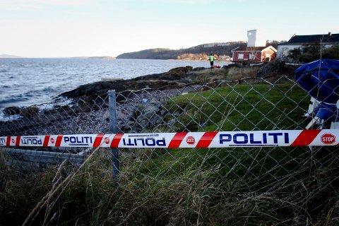 Området rundt Tronvik, søndre Jeløy og Torpedostasjonen er avsperret etter at det ble funnet klær samt en sko, som kan tilhøre den savnede kvinnen.