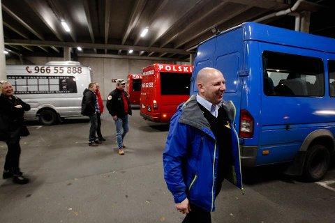 Rygge har vært polakkenes foretrukne flyplass, nå vil mange av dem måtte pendle til Torp. I kjølvasnnet av det har fire buss-selskaper vokst frem.