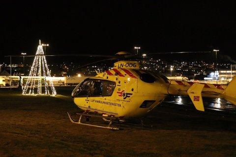Tilstanden til den skadde personen er kritisk, og helsepersonell fra to ambulansehelikoptere var med på den livreddende innsatsen.