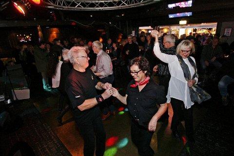 Danset til blues: På romjulsbluesen i 2013 fikk folk svingt seg. Stig Martinsen i Moss Bluesklubb håper på det samme for årets eftablues i romjula.  Foto: Terje Holm