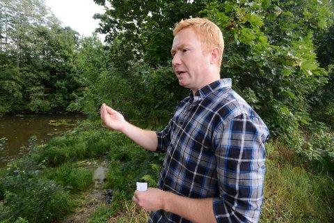 UTFORDRINGER: Arne Christian Geving hos Miljø- og samfunnssikkerhetsavdelingen hos Fylkesmannen i Vestfold, mener det er mange miljøutfordringer som må vurderes i forhold til fiskeoppdrett i Oslofjorden.