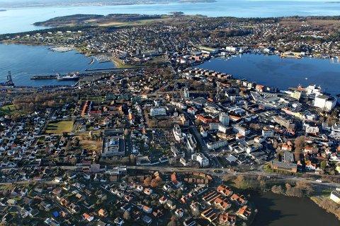 Flyfoto Luftfoto Trafikk Vei Jeløya Moss sentrum Rådhus plass Kransen Vogts gate
