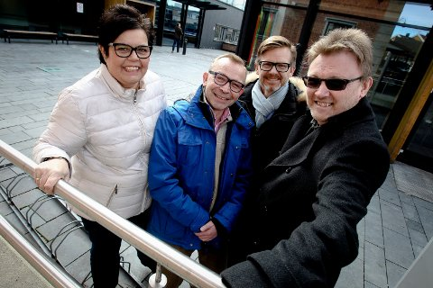 Anne Bramo (Frp), Brede Bøe (V), ordfører Tage Petersen (H) og Brynjar Høidebråten (Krf) er glade for at Barnehuset er bestemt lagt til Moss.