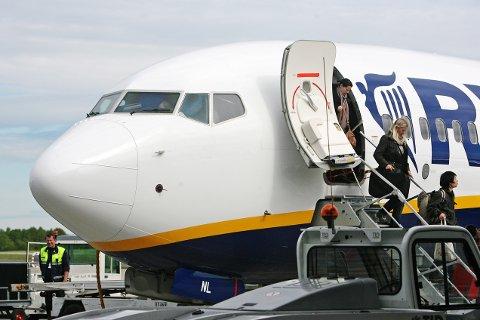 Tåler ikke mer: Ryanair kuttet baseflyene på Rygge som følge av flyavgiften. Avgiften fører til nye reisevaner, viser undersøkelse.