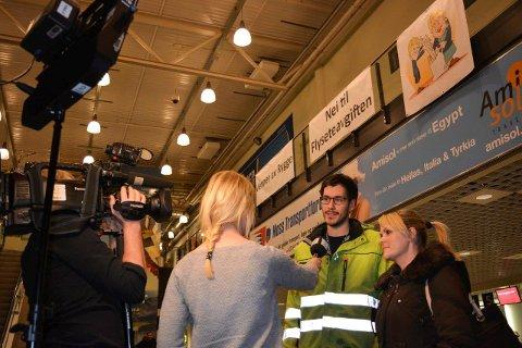 LEVDE I HÅPET: Samboerne Kim Sivertsen og Nina Bungum jobber begge ved Moss lufthavn Rygge. Nå må de søke nye jobber.
