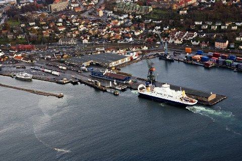 Hvor skal framtidens ferjer legge til havn? Debatten går i Moss Avis.