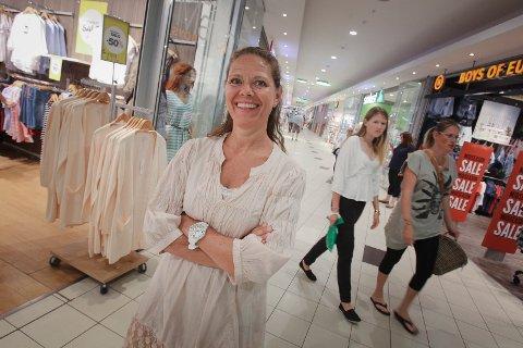 Senterleder på Rygge storsenter Lene Hanche Hafskjold er storfornøyd med de gode shoppingtallene.