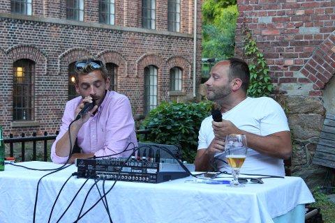 QUIZMASTERE: Thomas Bjørk (til venstre) og Lars Tveiten er klare med spørsmål og moro inne på Mikro'n fra og med i kveld.