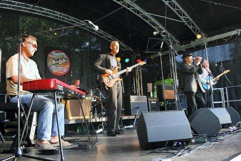 Groove og mystikk: «Feldson Association» spiller i Moss i kveld. Dette bildet er fra en tidligere opptreden som bandet hadde på «Røed rock». Foto Anders Engen Sandén  bildetekst