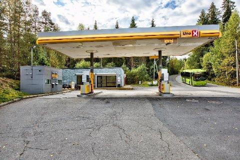 Til salgs: I krysset Enebakkveien/Siggerudveien ligger denne bensinstasjonen.
