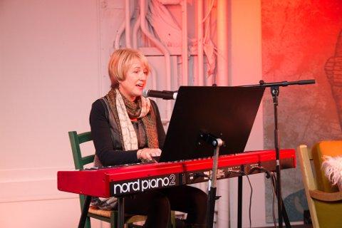 FORTELLER: Heidi Berg Kjuus er tidligere biblioteksjef  i Vestby. Nå jobber hun ved Horten Bibliotek.