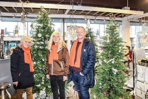 SNART JUL: - Alle er velkommen til Julafen på Verket scene, sier (f.v.) Cathrine Aasen Roksvåg, Wanda Therese Kristiansen og Lars Ketil Froholt fra Kirkens Bymisjon.