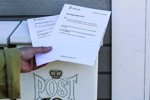 FEIL: Mossekvinnen, som bor alene, fikk to valgkort i postkassen i stedet for ett. Årsaken var en feil i Folkeregisteret. Nå skal registeret moderniseres.