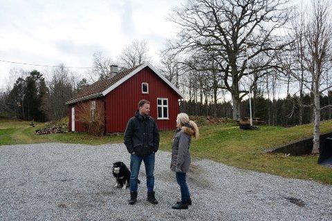 MANGE MULIGHETER: Jim Martin Johansen og Cathrine Stensvoll har mange tanker om hvordan det klassiske tunet kan brukes. Men akkurat nå ser det ganske håpløst ut.