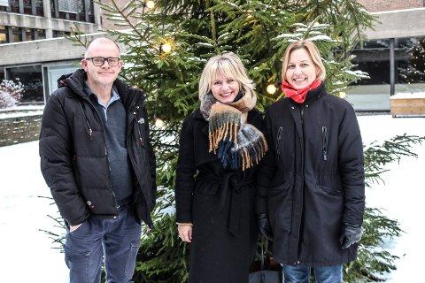FESTKLARE: - 100 gjester og 30 frivillige hjelpere har meldt seg på til Julaften på Verket scene hittil, sier Odd Kjetil Valen, Cathrine Aasen Roksvåg og Astrid Gangestad.