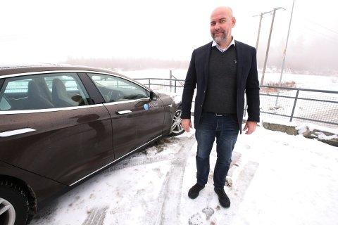 ØKER PRISEN: Nils-Erik Aasen i Aasen Eiendomsmegling AS øker nå fastprisen fra 1. januar.