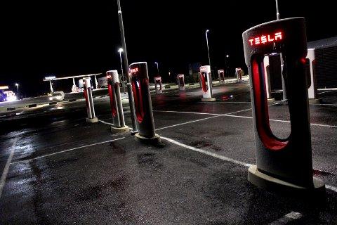 Ansetter: Tesla kal ansette 300 servicemedarbeidere i Norge.