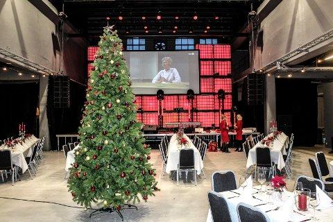 JULETRE: Et vakkert pyntet juletre ventet gjestene som feiret julaften på Verket scene.