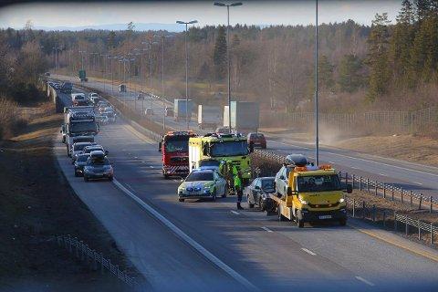Flere biler var involvert i en trafikkulykke på E6 ved Råde onsdag ettermiddag.