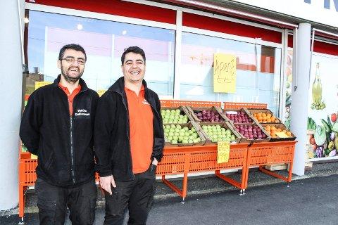 NY VIRKSOMHET: Ali (t.v.) og Mahmut Karais har startet butikk på Høiden.