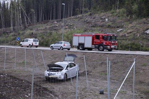 Den andre bilen som var involvert i ulykken havnet ut på jordet.