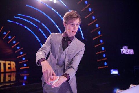 FORNØYD: Tryllekunstner Fredrik Moe (23) fra Ski vant ikke Norske Talenter, men er mer enn fornøyd med å ha kommet til finalen.