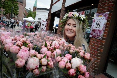 Blomsterpike: Marthe Skaug hadde nok av blomster å bli kvitt