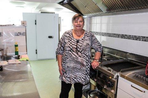PRAKTISK - Vi har fått stort, fint kjøkken i den nye Varmestua, sier Inger-Lise Lien.