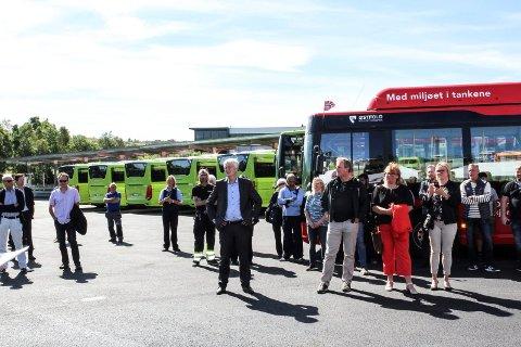 MILJØVENNLIG: De 36 nye gassbussene som skal kjøre i Moss og mossedistriktet ble innviet fredag.