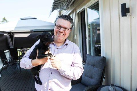 DYREKJÆR: - Blandingshunden Kira er min beste turvenn, sier Ulf Leirstein.