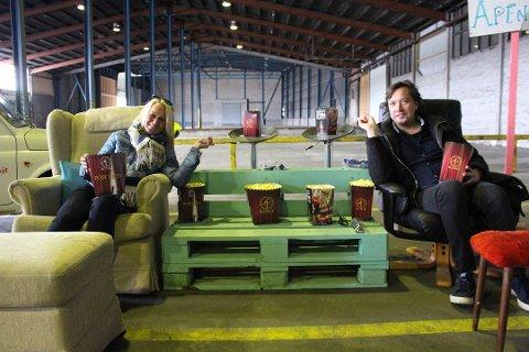 STOR SAL: Sjølageret kommer til å bli en voldsomt stor kinosal. Kristin Utakleiv og Tony Fjærgård peker i retning av hvor lerretet vil være.