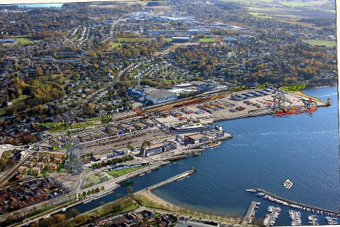 Nå får også motstanderne av de vedtatte planene for havn og jernbane kritikk.