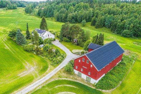 Populært: Småbruk i sentrale strøk er sterkt etterspurte. Denne gården i Hobøl gikk unna på rekordtid og til godt over takst.