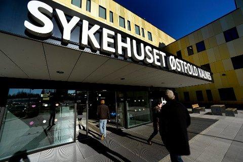 SMITTEUTBRUDD: Sykehuset Østfold Kalnes er rammet av et smitteutbrudd av koronavirus på ortopedisk avdeling. Hittil denne helga er det bekreftet flere nye tilfeller.