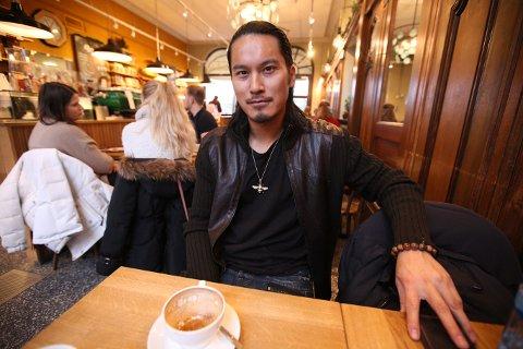 PÅ HJEMMEBESØK: Norskvietnamesiske Cuong Diep stortrives som smykkedesigner i Los Angeles, men han passer alltid på å komme hjem til Norge i løpet av året.