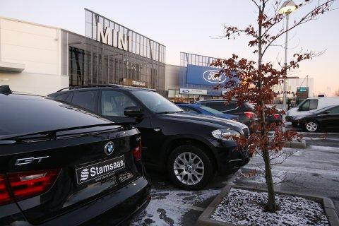 BYTTER NAVN: Stamsaas vil snart være historie, da Ford-, BMW- og Mini-utsalget i Varnaveien blir delt i to selskaper og bytter navn til Sulland.