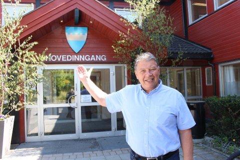 RINGERUNDE: Ordfører Haktor Slåke håper på positiv respons når han setter seg ned for å ringe rundt til bedrifter i kommunen fredag.