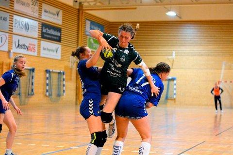 ALT KLART: Erle Maakestad Enghaug og resten av Son HKs J16-lag er blant de mange lokale som kan glede seg til en morsom, tøff og innholdsrik håndballsesong på øverste nivå.