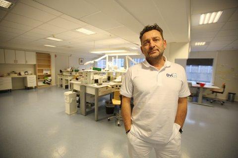 SLUTT: Østfold Dental AS, hvor Dario Vigorelli har jobbet i 22 år, er snart historie. Han håper å kunne avvikle, men det kan også ende i konkurs.