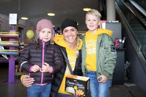 STAS: Anette Glemminge-Billet tok med seg sønnen Leo Glemminge-Billet og hans tremening Birgitte Been på to kinofilmer. SVEIP VIDERE FOR FLERE BILDER  - >