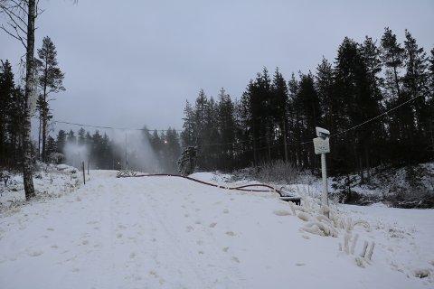 FØRSTE JOBB ER GJORT: Skientusiastene har sørget for å snølegge den minste sløyfen i Mossemarka. Nå kan alle benytte seg av anlegget.