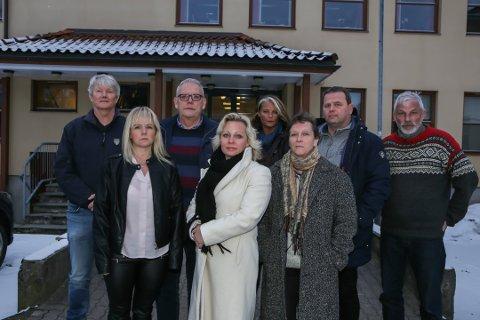 Kollektiv utmeldelse: Odd-Roger Duun, Ivar Øvrevaage, Kjersti Bakker, Arild Norum, Terje Lerstein, Merethe Ekeberg, Fredrikke Stensrød og Stine Stensrød melder seg ut av Frp som en reaksjon på partiets oppfølging av varslene mot stortingsrepresentant Ulf Leirstein. Reidun Isebakke og Stephan Bergmann Johansen melder seg også ut, men var ikke tilstede da bildet ble tatt.