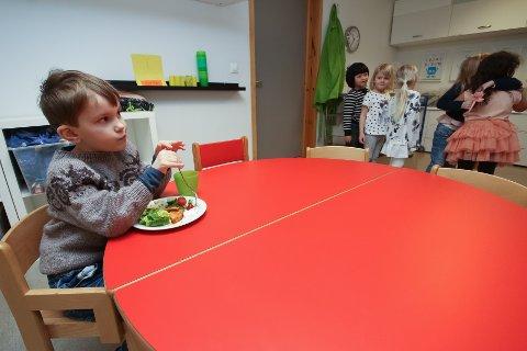 SULTEN: Nathaniel var rask med å få servering og lot seg imponere av kokk Per Ivar Berget.