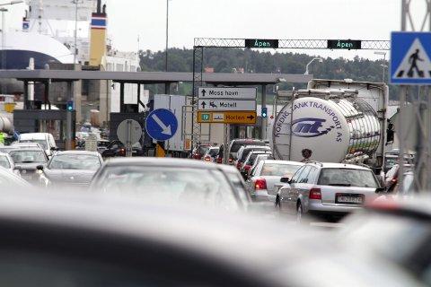 Ferjetrafikk: En kø-skaper som sammen med biler til og fra Jeløy er en utfordring for mossesamfunnet.