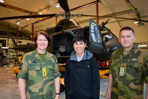 AUGUST 2017: Luftforsvarets sjef Tonje Skinnarland (fra venstre) fikk besøk hos 339-skvadronen på Rygge flystasjon av forsvarsminister Ine Marie Eriksen Søreide og sjef for Forsvarets spesialstyrker, kontreadmiral Nils Johan Holte.