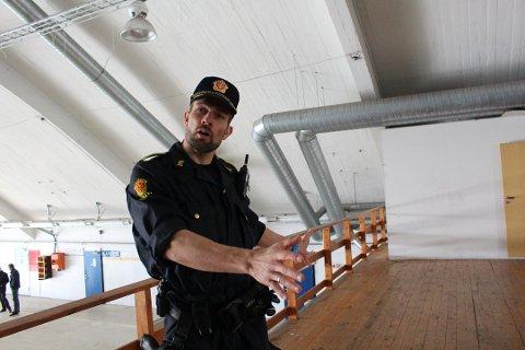 FORNØYD: Politioverbetjent Geir Strømnes bekrefter at treningssenteret for taktisk trening i Øst politidistrikt flytter fra Rygge flystasjon til gamle Veum psykiatriske.