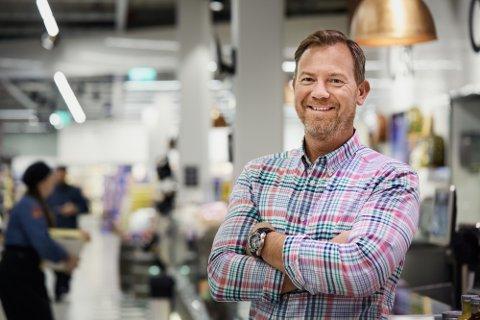 Tar imot nordmenn: Henrik Almqvist i Eurocash tror mer enn 15 000 nordmenn vil handle i en Eurocash-butikk 17. mai.
