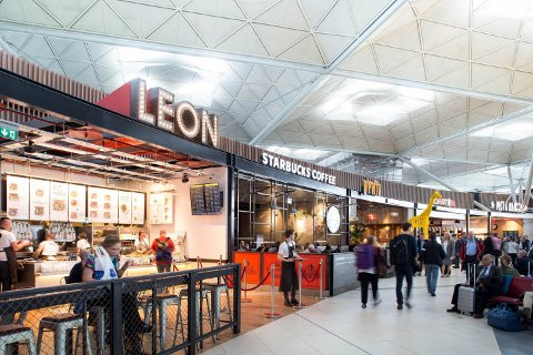 Nye regler: Stansted-flyplassen i London vil ikke lenger tillate folk å overnatte i terminalen.