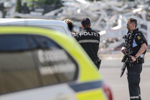RAN: Maskerte menn har ranet postkontoret i Varnaveien lørdag morgen og store politistyrker har nå sperret av området.